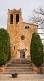 圣徒PeterÂ的教会好朋友中世纪村庄 免版税图库摄影