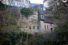 圣徒Quirin教堂在老镇卢森堡 免版税库存图片