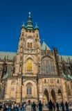 圣徒Vitus大教堂的游人 免版税库存图片