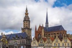圣徒Walburga,弗尔内,比利时钟楼和教会  库存照片
