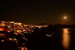 圣托里尼在晚上 库存图片