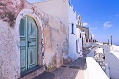 圣托里尼希腊被修补的石街道 库存图片