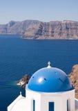 圣托里尼教会圆顶,希腊 免版税库存图片