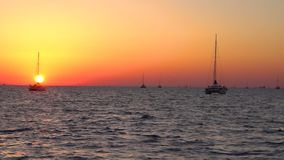 圣托里尼海岛日落天空海滩游艇公园全景 影视素材