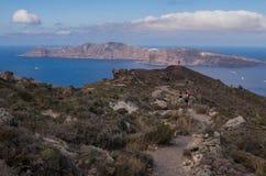 圣托里尼的徒步旅行者在希腊 库存照片