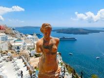 圣托里尼,希腊- 2015年6月10日:美之女神雕象  库存照片