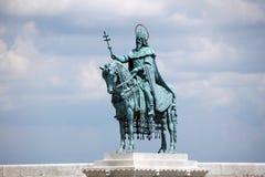 圣斯德望国王` s现代雕塑在布达佩斯 免版税图库摄影