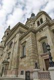 圣斯德望在一多云天,匈牙利布达佩斯大教堂  免版税库存照片