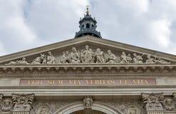 圣斯德望在一多云天,匈牙利布达佩斯大教堂  免版税库存图片