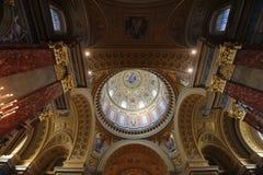 圣斯德望大教堂内部 免版税库存照片