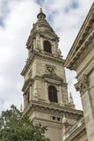 圣斯德望布达佩斯大教堂在一多云天 免版税库存图片