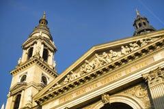 圣斯德望` s大教堂塔在布达佩斯,匈牙利 免版税库存照片