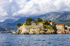 圣斯蒂芬从海,布德瓦里维埃拉,黑山的` s海岛看法  库存照片