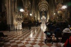 圣斯蒂芬大教堂的内部在维也纳 库存照片