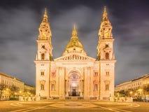 圣斯蒂芬的大教堂和正方形在布达佩斯 库存图片