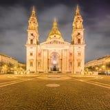 圣斯蒂芬的大教堂和正方形在布达佩斯 免版税库存图片