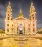 圣斯蒂芬的大教堂和正方形在布达佩斯 图库摄影