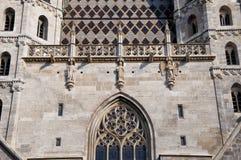 圣斯蒂芬的大教堂屋顶在维也纳,奥地利 库存照片