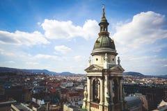 圣斯蒂芬` s大教堂看法,天主教大教堂在布达佩斯,匈牙利,夏天晴天 库存照片