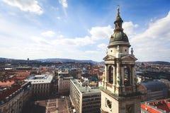 圣斯蒂芬` s大教堂看法,天主教大教堂在布达佩斯,匈牙利,夏天晴天 免版税库存照片