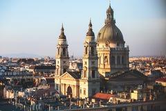 圣斯蒂芬` s大教堂看法,天主教大教堂在布达佩斯,匈牙利,夏天晴天 库存图片