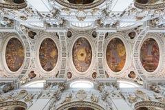 圣斯蒂芬` s大教堂巴洛克式的天花板壁画在帕绍,德国 库存照片