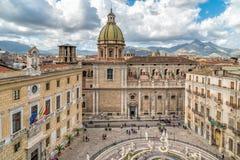 圣朱塞佩dei有比勒陀利亚喷泉的Teatini教会看法从圣诞老人Caterina教会屋顶在巴勒莫 库存图片
