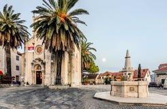 圣杰罗姆教会有正方形的 herceg montenegro novi 库存照片