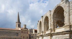 圣查尔斯和竞技场-阿尔勒-普罗旺斯- Camargue -法国 库存图片