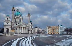 圣查尔斯Karlskirche教会天视图在有s的维也纳 库存照片