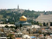 圣殿山的全景在以色列,有岩石圆顶的金黄屋顶的耶路撒冷  免版税库存图片