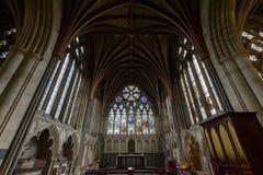 圣母堂在埃克塞特大教堂、法坛、彩色玻璃和Ceilin里 库存照片
