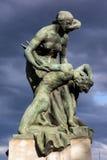 圣母怜子图古铜色雕象在都灵,意大利 免版税库存图片