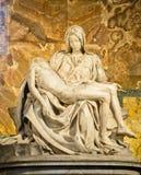 圣母怜子图雕塑Michaelangelo 库存照片