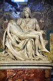圣母怜子图雕象圣伯多禄大教堂的米开朗基罗 梵蒂冈 免版税库存图片