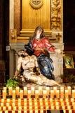 圣母怜子图雕象在一个天主教会里在罗马 库存图片