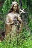圣母玛丽亚古铜色雕象  免版税库存图片