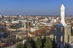 圣母玛丽亚和全景的最大的纪念碑世界的市的哈斯科沃,保加利亚 库存图片