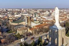 圣母玛丽亚和全景的最大的纪念碑世界的市的哈斯科沃,保加利亚 库存照片