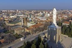 圣母玛丽亚和全景的最大的纪念碑世界的市的哈斯科沃,保加利亚 图库摄影