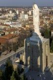 圣母玛丽亚和全景的最大的纪念碑世界的市的哈斯科沃,保加利亚 免版税库存图片