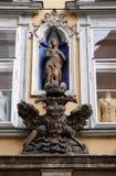 圣母玛丽亚和皇家老鹰象征在格拉茨 免版税库存照片