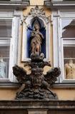 圣母玛丽亚和皇家老鹰象征在格拉茨 库存图片
