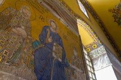 圣母玛丽亚和耶稣基督马赛克和其他圣徒在Hagia索非亚教会里 免版税库存照片