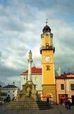 圣母玛丽亚和Clocktower, Banska Bystrica,斯洛伐克 免版税库存照片