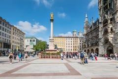 圣母玛丽亚的专栏Marienplatz的在慕尼黑,德国 免版税库存图片