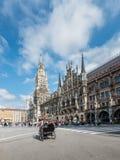 圣母玛丽亚的专栏Marienplatz的在慕尼黑,德国 免版税库存照片