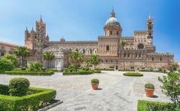 圣母玛丽亚的做法的巴勒莫大教堂大城市大教堂在巴勒莫,西西里岛,意大利 被建立的建筑复合体 库存图片