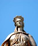 圣母玛丽亚的铜雕塑 库存照片