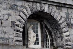 圣母玛丽亚的雕象在Nenagh爱尔兰 库存图片